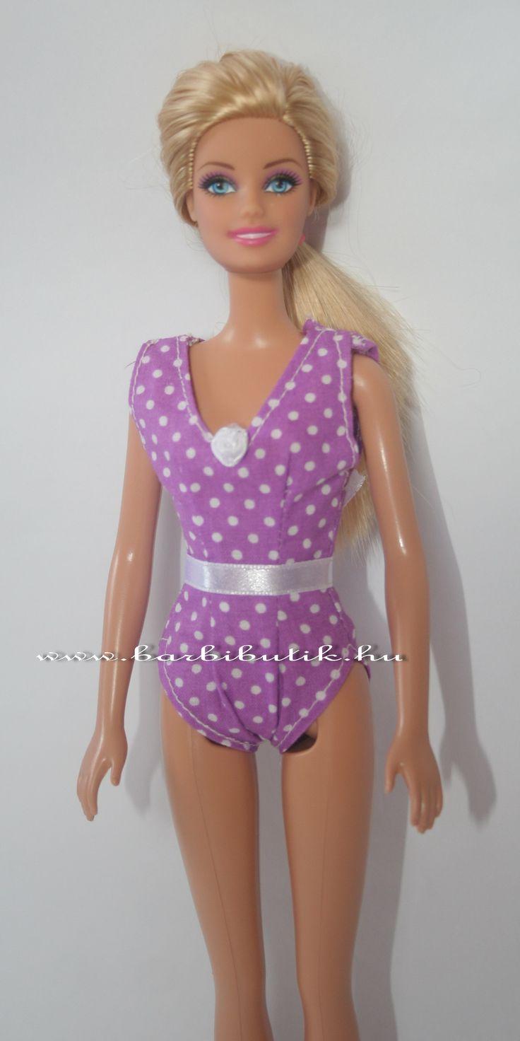 Lila pöttyös egyrészes barbie fürdőruha fehér rózsával/ Lila Barbie swimsuit.