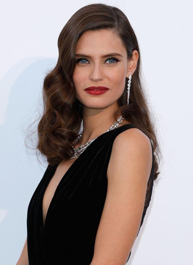 Les boucles crantées de Bianca Balti, le halo gold de Natasha Poly ou encore les cheveux wavy d'Hana Jirickova… Florilège des mises en beauté les plus saisissantes, aperçues lors du traditionnel gala de l'amfAR à Cannes jeudi dernier.