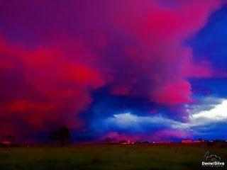 12/27/2016 - Incredibile tramonto a San Carlos in Brasile,le nuvole assumevano un colore dal rosso vivo fino al viola. Daniel Silva, colui che ha effettuato queste foto, asserisce di non aver mai osservato un cielo cosi' particolare nella sua vita.