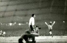 Independiente 1 CD Nacional 0 (1-0 agg) in Aug 1964 in Avellaneda. Mario Rodriguez runs off after scoring the only goal in the Copa Libertadores Final, 2nd Leg.