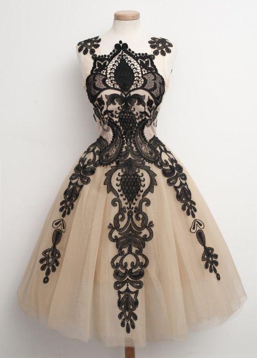 Chotronette | Foret Noir dress available on www.chotronette.com