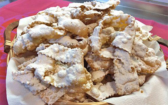 Immancabili nel periodo di Carnevale, questi dolci si friggono in tutta Italia.