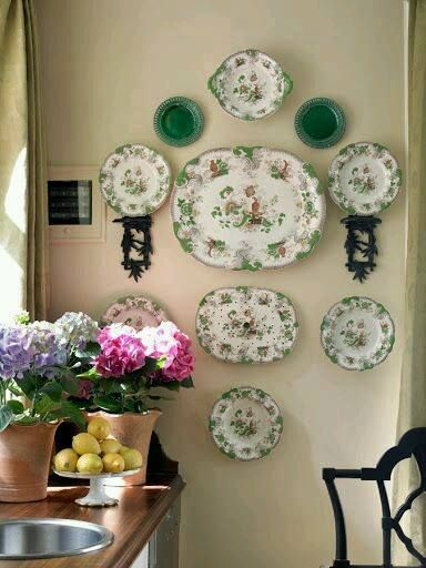 love the green hanging plates. All Things Farmer ATL Decorators Showhouse in Atlanta Homes and Lifestyles Magazine & 406 best Art Of Plate Display images on Pinterest | Dishes ...