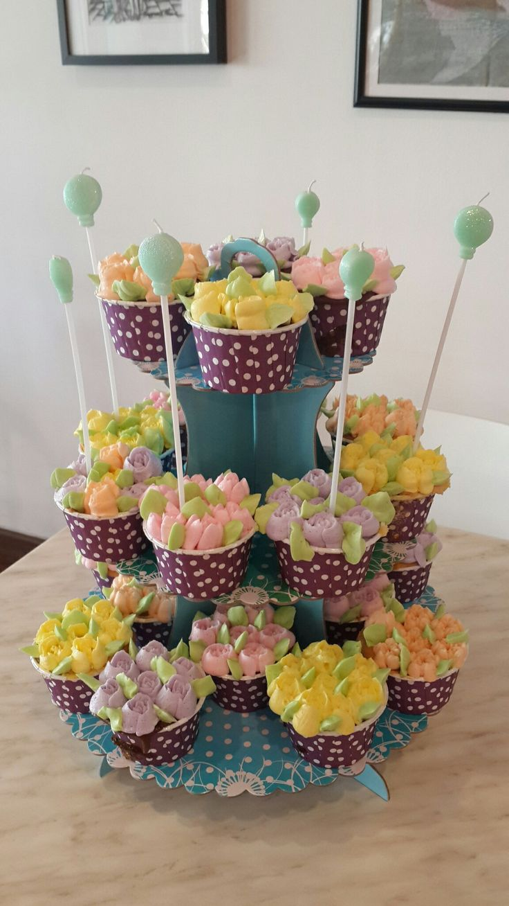 Tower of flowery cupcakes