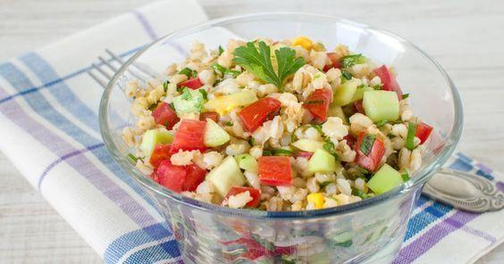 Une salade d'orge et aux edamames accompagnée d'une délicieuse sauce thaïe, un plat savoureux et santé! À intégrer à votre menu de la semaine!