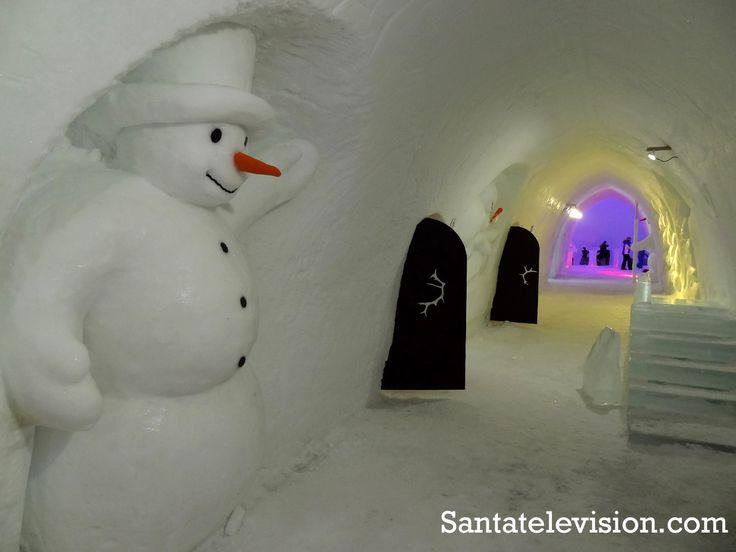 Passage in Snowman World im Weihnachtsmanndorf in Rovaniemi, Finnisch-Lappland