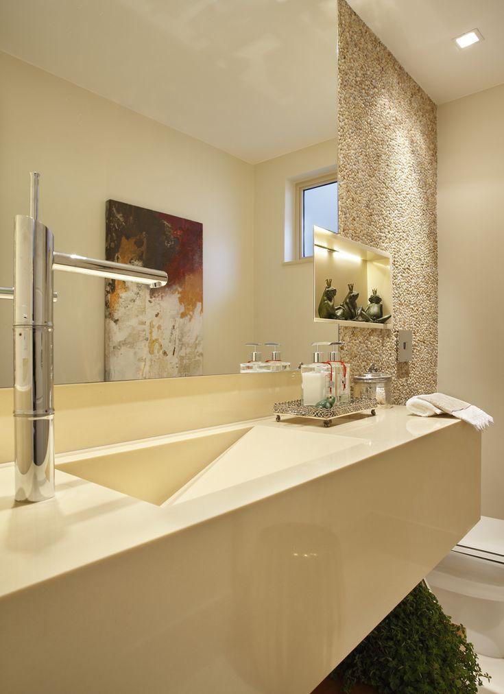 Atemporal e acolhedor. Veja: http://www.casadevalentina.com.br/projetos/detalhes/atemporal-e-acolhedor-610 #decor #decoracao #interior #design #casa #home #house #idea #ideia #detalhes #details #style #estilo #casadevalentina #banheiro #lavabo #bathroom