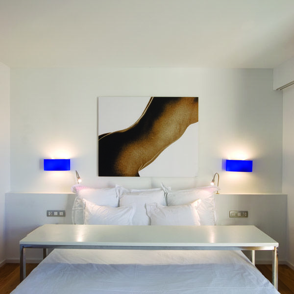 Hotel Tres | Boutiquehotel | Spain | http://lifestylehotels.net/en/hotel-tres | room, bed, white, design, painting, art