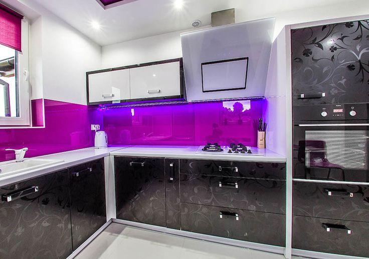 Studio Meblostrefa FIOLET W KUCHNI - połączenie dwóch pozornie nietypowych kolorów może nadać kuchni nowy wyraz.