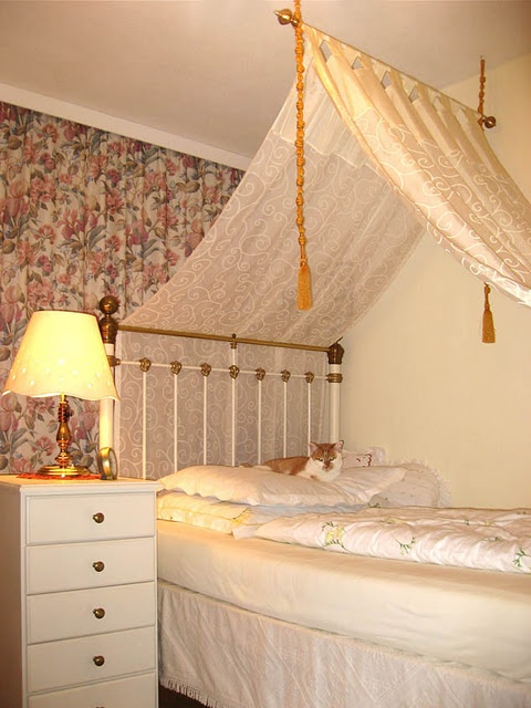 1000 Images About Self Renovate Bedroom On Pinterest White Canopy Curtain Rods And Curtain