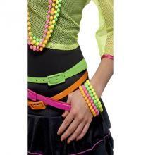 Pack de 4 Pulseras Fosforitas estilo de los 80. Set de cuatro brazaletes en colores Neones: Verde, Rosa, Amarillo y Naranja para combinar con nuestros disfraces de los años 80, Divas, cantantes o estrellas del Pop, Rock y Punk.