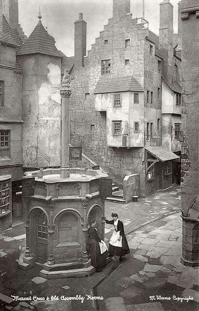 The old Mercat Cross well, Edella