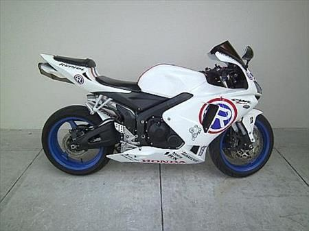 2006 Honda CBR600RR (CBR600RR) for Sale For more details please check the below link. http://www.dubaionlineclassifieds.com/ShowAd.aspx?id=15939