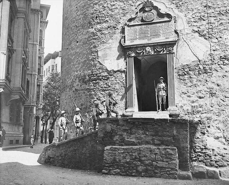 Twitter / NataliAVAZYAN: Galata Kulesi girişinde İngiliz ...