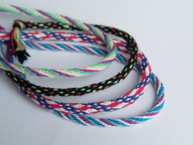 Braided bracelets. Been making these for fun on the side to go with LARP costuming.: Bracelets Tutorials, Jewelry Crafts, Wheels Friendship, Wheels Bracelets, Braids Bracelets, Braids Friendship Bracelets, Braids Wheels, Bracelets Patterns, Fun Bracelets
