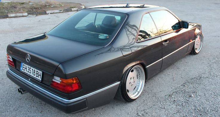 Rear fitment is on point, the rear AMG Wheel is 17x10 +17 wrapped in 215/40/17 - Mercedes Benz W124 Coupe on AMG Aero I 3 Piece Wheels