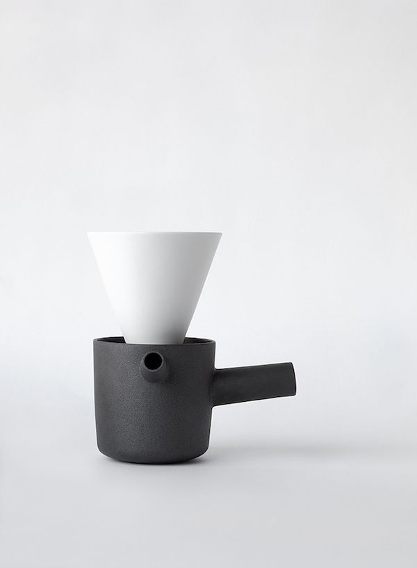 vosgesparis: PIIPPU ceramic coffee and tea pot by Kaksikko | Habitare 2016