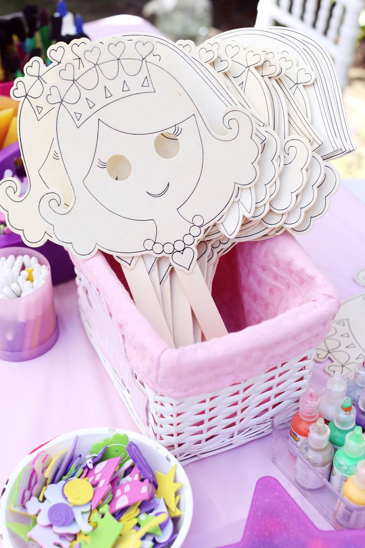 Princess Masks: Guests were invited to paint and decorate their own princess masks.  Source: Melody Melikian Photography