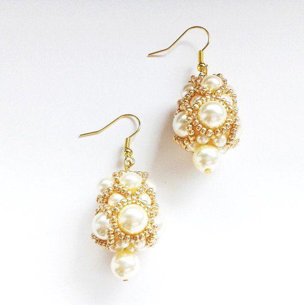 Orecchini - orecchini perle bianche Swarovski - un prodotto unico di tizianat su DaWanda