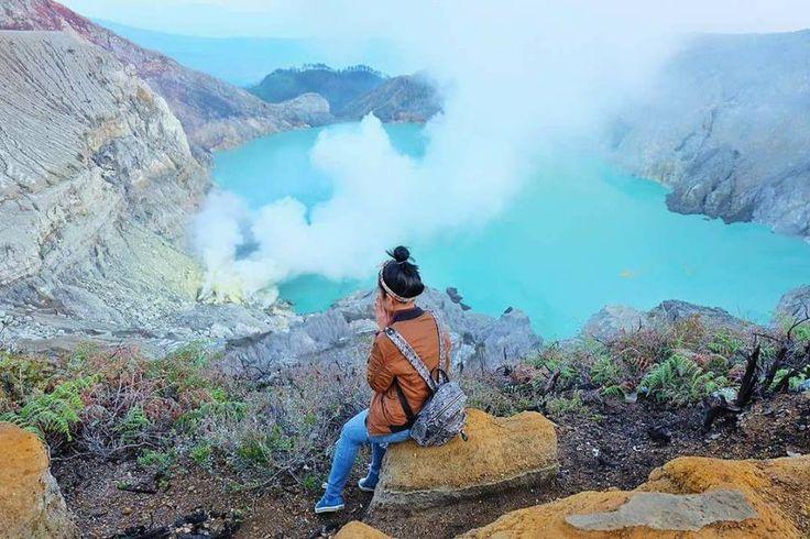 Good Morning From Ijen Volcano.  Photo by : @ameliaharahap_ . . www.tukangjalan.com . .  #kawahijen #gunungijen #explorebanyuwangi #explorenusantara #pesonaindonesia #wonderfulindonesia #tukangjalan #tukang_jalan #tour #travel #travelling #vacation #jalanjalanmen #indonesia #travelphotography #instagood #instadaily #fictoftheday #lifefolkindonesia #ayodolan #instagram
