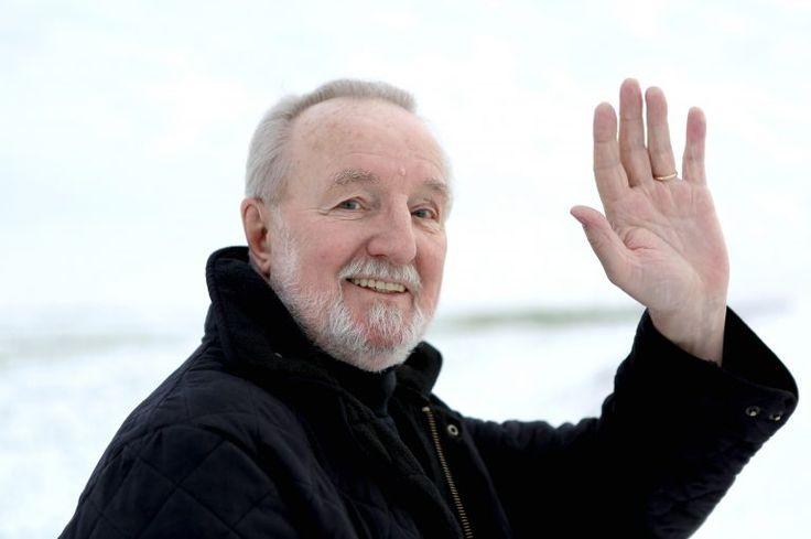 Hannes Wader, der wohl nachhaltigste deutsche Liedermacher, sagt nach 50 erfolgreichen Bühnenjahren der Bühne Adieu.