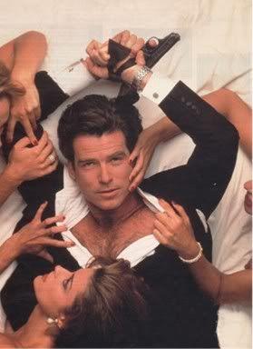 dal film 007 la morte può attendere:  'I predatori arrivano di solito al calar del sole'  'E cosa fanno una volta calata l'oscurità?'  'Fanno festa come se non ci fosse domani.'