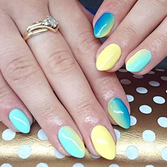 Produkty NeoNail użyte do stylizacji to: lakier hybrydowy Feeling Mint, lakier hybrydowy Exotic Banana oraz lakier hybrydowy Royal Blue