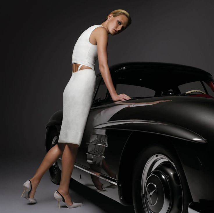 Mercedes 300SL - Fashion Week [Both of those images could stop traffic. ~sdh]