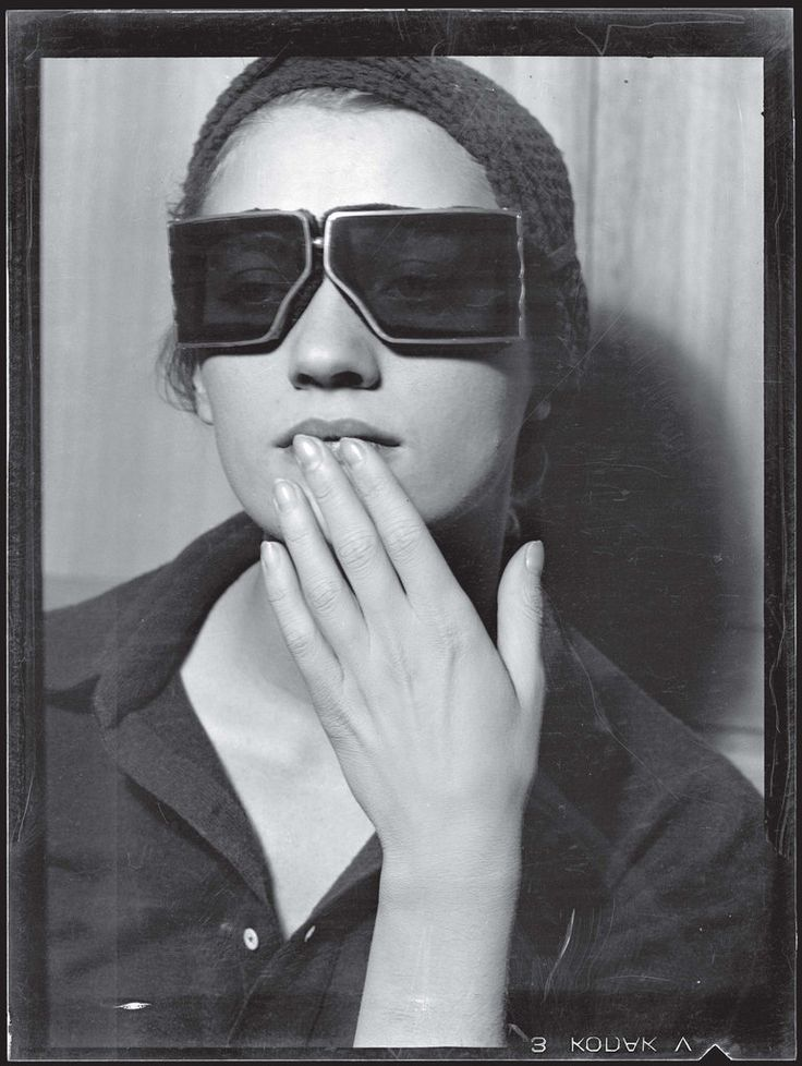 Lee Miller photographed by Man Ray  Paris,1929