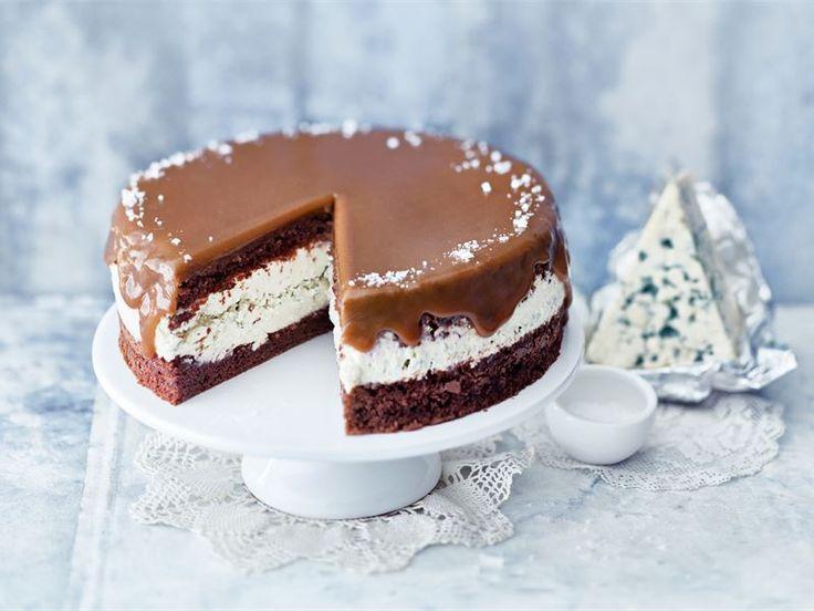 AURA kinuskitäytekakku / blue cheese and pear cake with caramel sauce