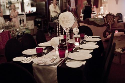 #martiniglassvase #vase #roses #roseball #candles #satinrunner