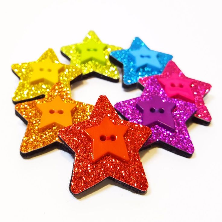 About the item: If you're a fan of glitter and bright colours, then this super sparkly star brooch may just be your new favourite accessory! And with seven different colours to choose from, we're sure you'll find something to match your outfit no matter what you're wearing... Full Description: Star Brooch made from 100% wool felt Decorated with glitter fabric and a star shaped button Measures approximately 4cm x 4.5cm Fastens with a 2.5cm brooch pin with safety catch AVAILABL...