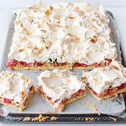 Ciasto kruche z rabarbarem, konfiturą malinową i bezą | Kwestia Smaku