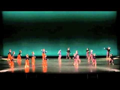山本洋子主宰ダンススタジオpep 5th concert Alice. メイン作品。不思議の国のアリスをモチーフにした生徒全員による作品。  3パートのうちの2つめ  不思議なお茶会  赤のテーマ  わらうネコ をどうぞ  Choreographed by Yoko Yamamoto, head of dance studio pep. second part of the main modern dance piece Alice.  This has Wonder tea party, Theme of red, and Foppish cat