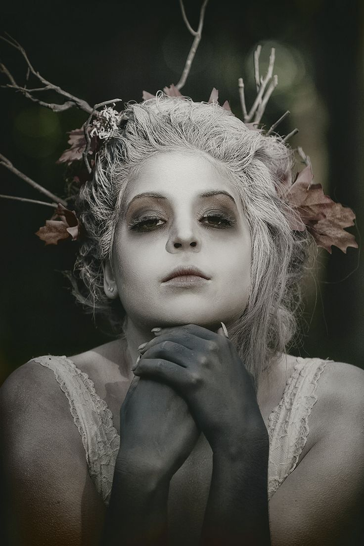 Photographer: Cedric Brion – Photography Clavicule-Pics Makeup: Raven Tatiana Model: Marie Heintzen