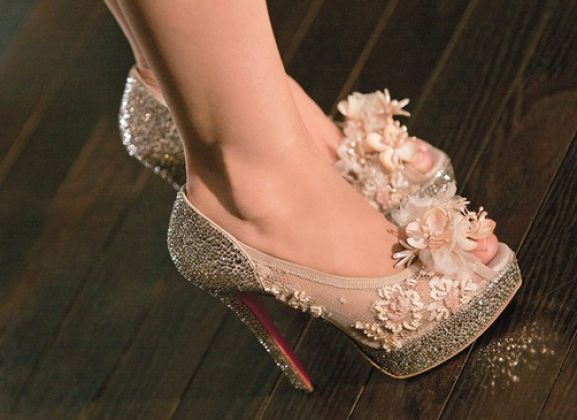 Yesterday, during a girl sess with the best that included several chick-flicks, comfort food and gossip, we found oursevles gawking over the heels Christiana Aguilera wore in Burlesque (Remember?! Yes, those!). Now... I wonder how much they cost?!