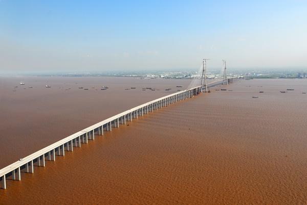 Sutong bridge, Nantong / Changshu, China.