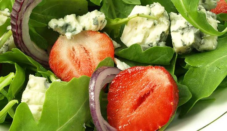 jordbærsalat med blåskimmelost
