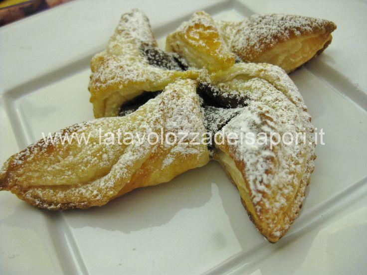 Eliche alla Crema di Nocciole   http://www.latavolozzadeisapori.it/ricette/eliche-alla-crema-di-nocciole