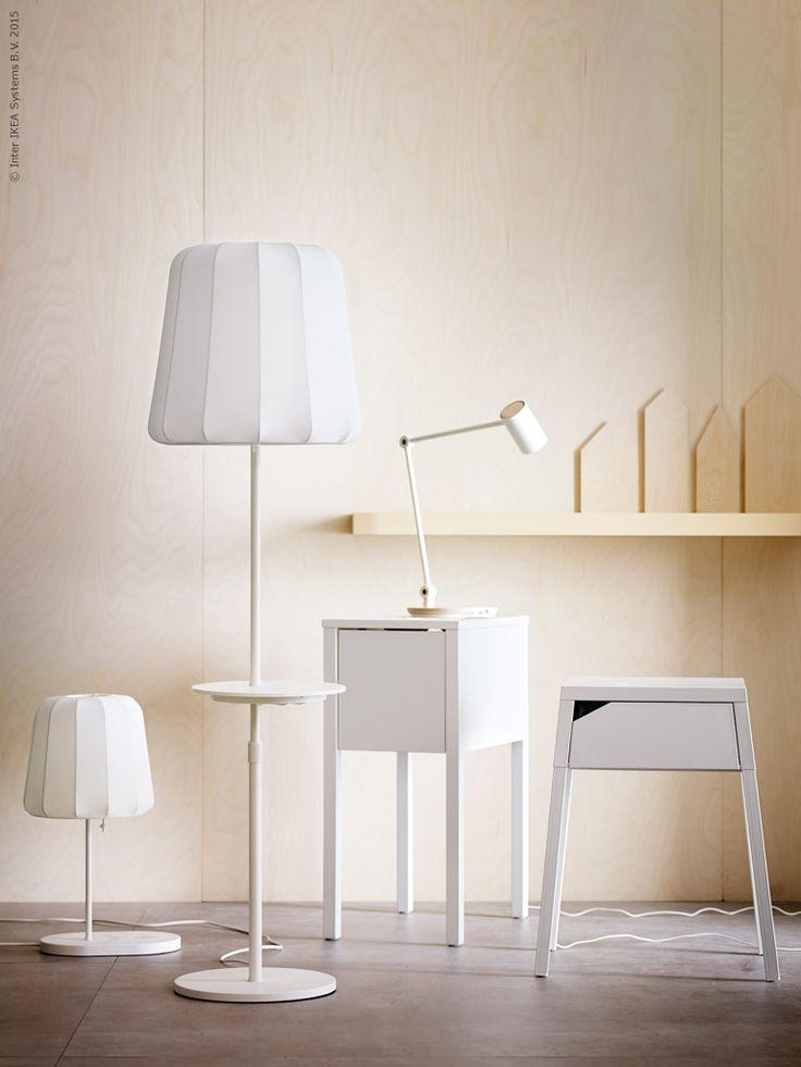 Produkter med inbyggd trådlös laddning: VARV bordslampa, VARV golvlampa, RIGGAD arbetslampa, NORDLI/MORIK avlastningsbord, SELJE/MORIK avlastningsbord.