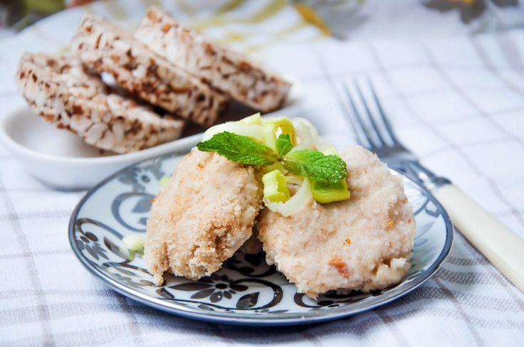 Рыбные тефтели с брокколи на пару - Kurkuma project (Проект Куркума) Рыбные тефтели на пару – это полезное, диетическое блюдо, отличающееся нежным вкусом. Такие фрикадельки по достоинству оценят те, кто придерживается здорового питания и следит за фигурой. Блюдо, приготовленное на пару в разы полезнее, менее калорийно и легко усваивается организмом.  Для таких тефтелей следует брать рыбу нежирных сортов. Вкуснее и нежнее блюдо получается из рыбы семейства тресковых: трески, минтая, пикши…