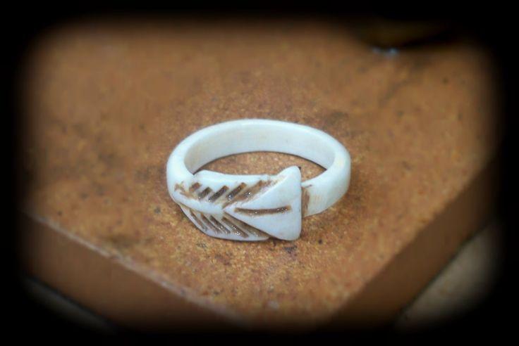 Hand carved arrow ring from real deer antler - deer antler jewelry - by FindleysDreamTree on Etsy