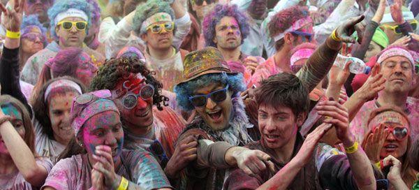 """Braga acaba de ser anunciada como mais uma cidade do Norte do País a receber o The Color Run™, no dia 15 de Junho. No calendário nacional, a """"capital do Minho"""" será, assim, a terceira cidade a receber """"os cinco quilómetros mais felizes do planeta"""", depois de Matosinhos e Coimbra e antes de Lisboa."""