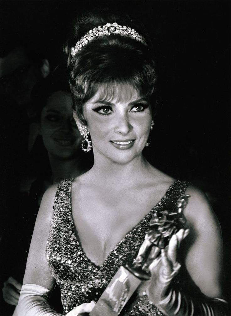 Gina Lollobrigida in the Bulgari loving 'Dolce Vita' years. An avid collector of Bulgari, her jewels were auctioned by Sotheby's Geneva in 2013 with proceeds going to stem-cell research. Discover the history of Bulgari and the iconic fashionable women who wore its jewels: http://www.thejewelleryeditor.com/jewellery/bulgari-history-of-style-celebrities-iconic-design/ #jewelry