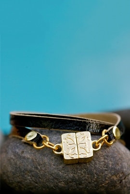 Black Flat Leather Wrap – Mini Gold Magnetic Logo Clasp