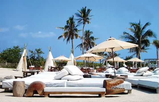Nikki Beach(米国、マイアミ)(C)Nikki Beach Club ▼10Aug2013CNN|写真特集:世界のビーチバー http://www.cnn.co.jp/photo/35035752.html #Nikki_Beach #Miami