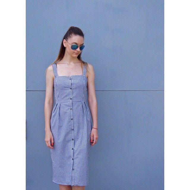 Летний гардероб не может существовать без сарафана, поэтому, если у вас его нет, обратите внимание на клетчатый вариант от #2kstyle. Найти его можно в @anukastore #InstaSize #anukastore #localsmd #check #sarafan #summeroutfit #style #streetstyle #fashion #look #modeblogg #designer #fashionillustrator #sunglasses