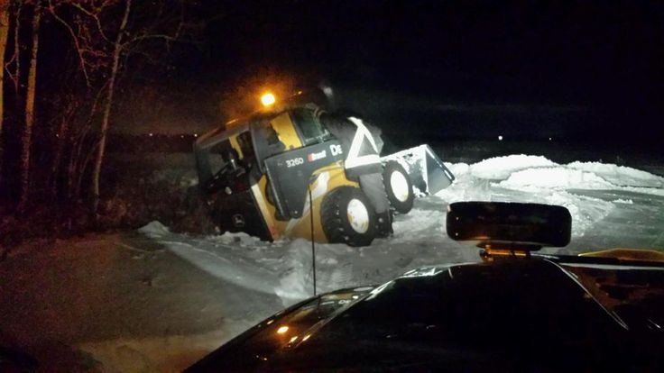 #snowremoval #fail #skidsteer #Westlock This was a long night out in the middle of nowhere Alberta (near Westlock) clearing snow for an acreage owner.