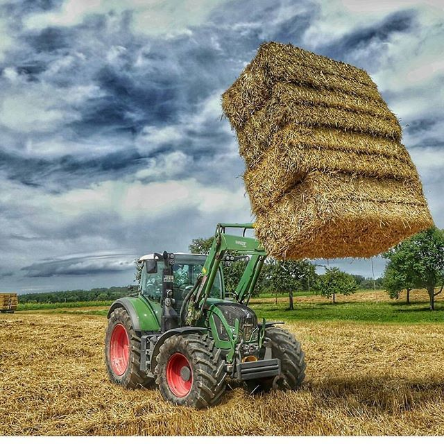 #Fendt 718 with 4 packs #straw