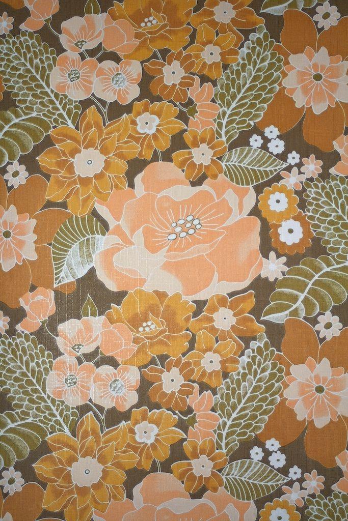Vintage Floral Wallpaper. Original vintage vinyl wallpaper with seventies flower pattern. Vinyl wallcovering by Coloroll Wallpapers in the seventies.